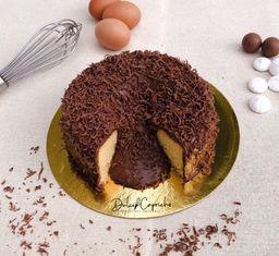 Torta de vainilla con centro de chocolate de 25-28 porciones