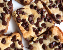 Chunky Chocolate Chips Blondie