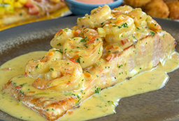 Filete de Salmón en Salsa de Camarón