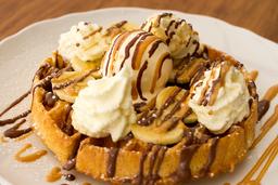 Waffle Nutella, Mantequilla de Maní y Banano