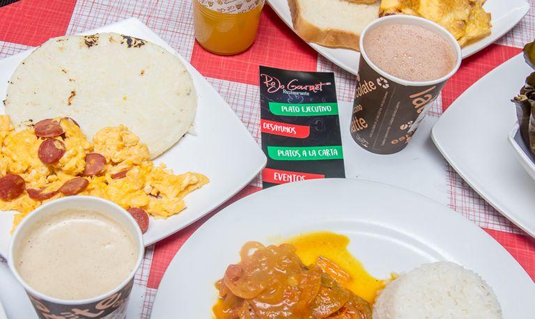 Logo Rojo Gourmet - Tipica